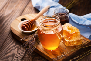 These Honey-Based Remedies Will Help You Fall Asleep